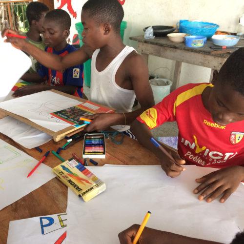 Teaser Gerstaecker In Ghana Spenden Für Waisenhaus